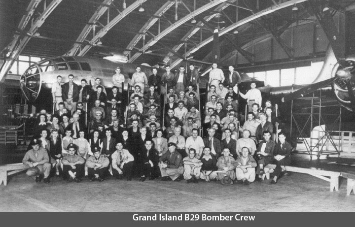GI-Hangar-B29-Crew